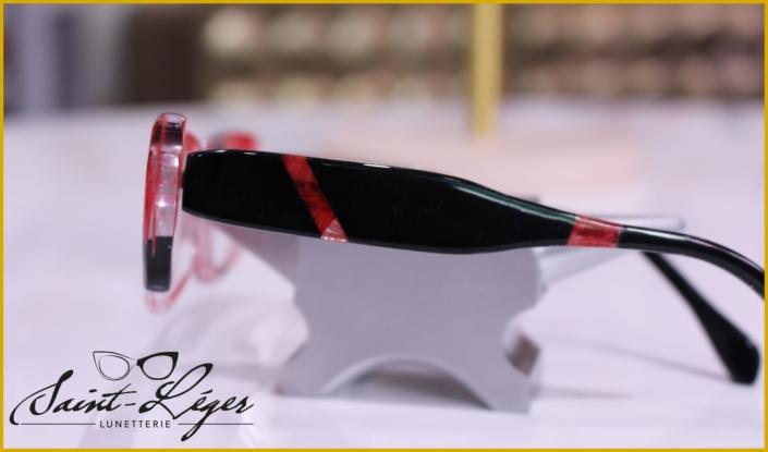 Monture femme fait à la main en plume de dinde rouge et acétate noire, fabriqué en Aveyron à Rodez.